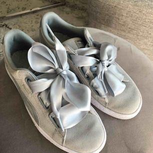 Puma skor, använda typ en gång. Du får står för frakt. :) fint skick!