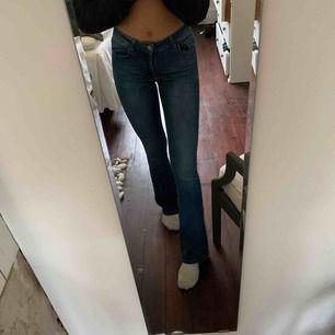 Snygga bootcut jeans från only jag är 164 å de är bra på längden❤️❤️