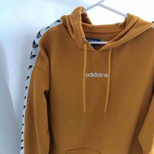 Adidas TNT tape hoodie i superbra skick !!