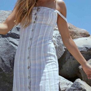 Superfin klänning köpt på pacsun för 500kr🥰 Storlek xs men skulle snarare säga xxs