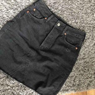 En superfin kjol från hm, tyvärr har den blivit för liten😕. Köparen står för frakt