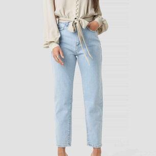 Säljer mina Trendyol jeans då de ej passar mig, sitter alldeles för stort på mig. Använda 1 gång! Köparen står för frakt💖