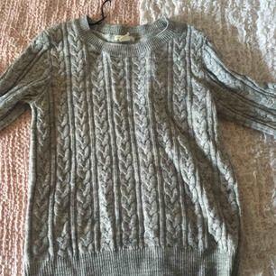 En tröja jag köpte för att alla andra i klassen hade en, tyvärr så gillade jag aldrig denna stil. Köpt från H&M