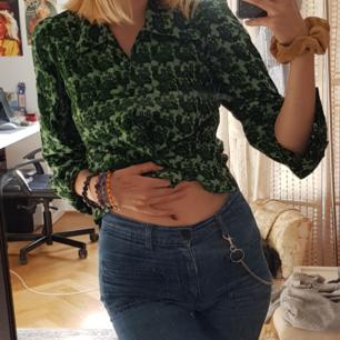 Suuuper fin skjorta köpt secondhand, tyvärr aldrig använd❤