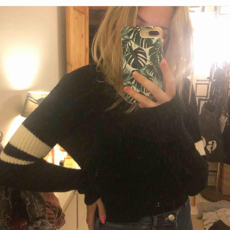 Supersöt stickad tröja från new yorker! ^Frakt avgörs på vikt!!^. Stickat.