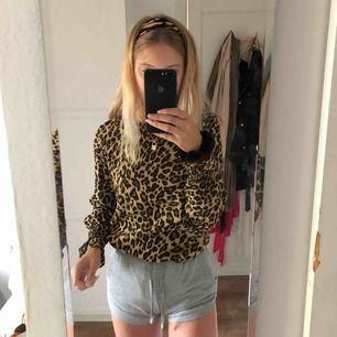 En superfin leopard blus ifrån hm, tyvärr har jag bara använt denna en gång. Inte min stil längre.💕💕