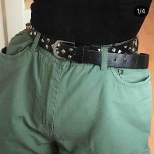 knälånga gröna jeans shorts i storlek M💚💚
