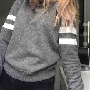 hoodie från gina, fint skick