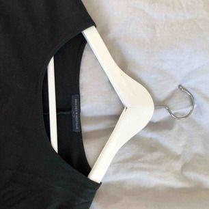 Klänning från Brandy Melville. Superskönt tyg. Längden på klänningen är väldigt kort så om du ör över 165 blir den väldigt kort. Men jag har även använt den som tröja.