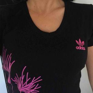 Adidas tränings T-shirt super skön och snygg!
