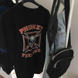 svart tshirt från humana💀💀     storlek L men mer M
