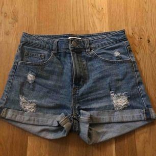 Fina jeans shorts från H&M, frakt tillkommer