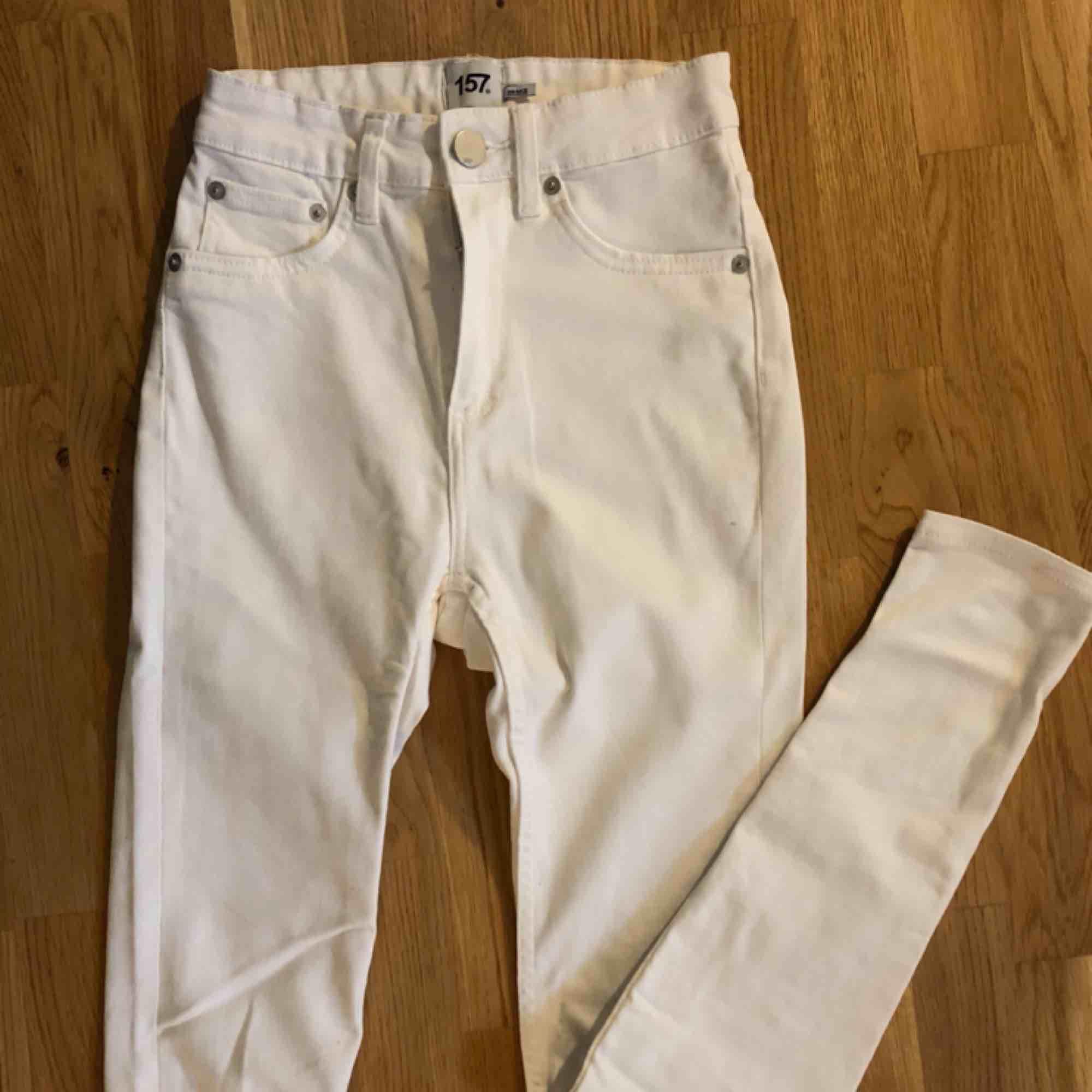 Fina jeans från Lager 157 som aldrig kommit till användning, aldrig använda, frakt tillkommer . Jeans & Byxor.