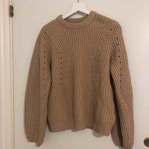 stickad tröja ifrån ginatricot, inköpt för 299kr och sparsamt använd. Frakt tillkommer.
