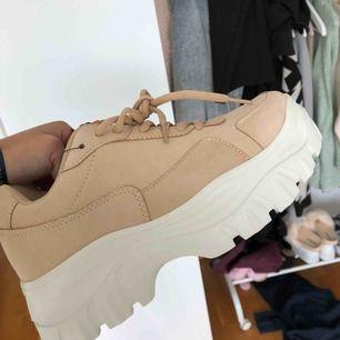 Aldrig använda skor i storlek 38! Efterliknar de populära Eytys skorna! Frakt tillkommer på ca 60kr!