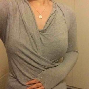 Chiara Forthi tröja med loggan på ena ärmen. Storlek S. Fint skick. 80 kr ink frakt! Först till kvarn❤️
