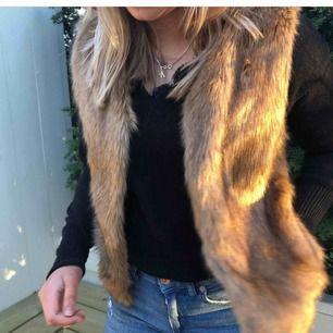 Fusk-pälsväst från barnavdelningen på Zara men har lätt kunnat använda som storlek XS!! ^Frakt avgörs på vikten^