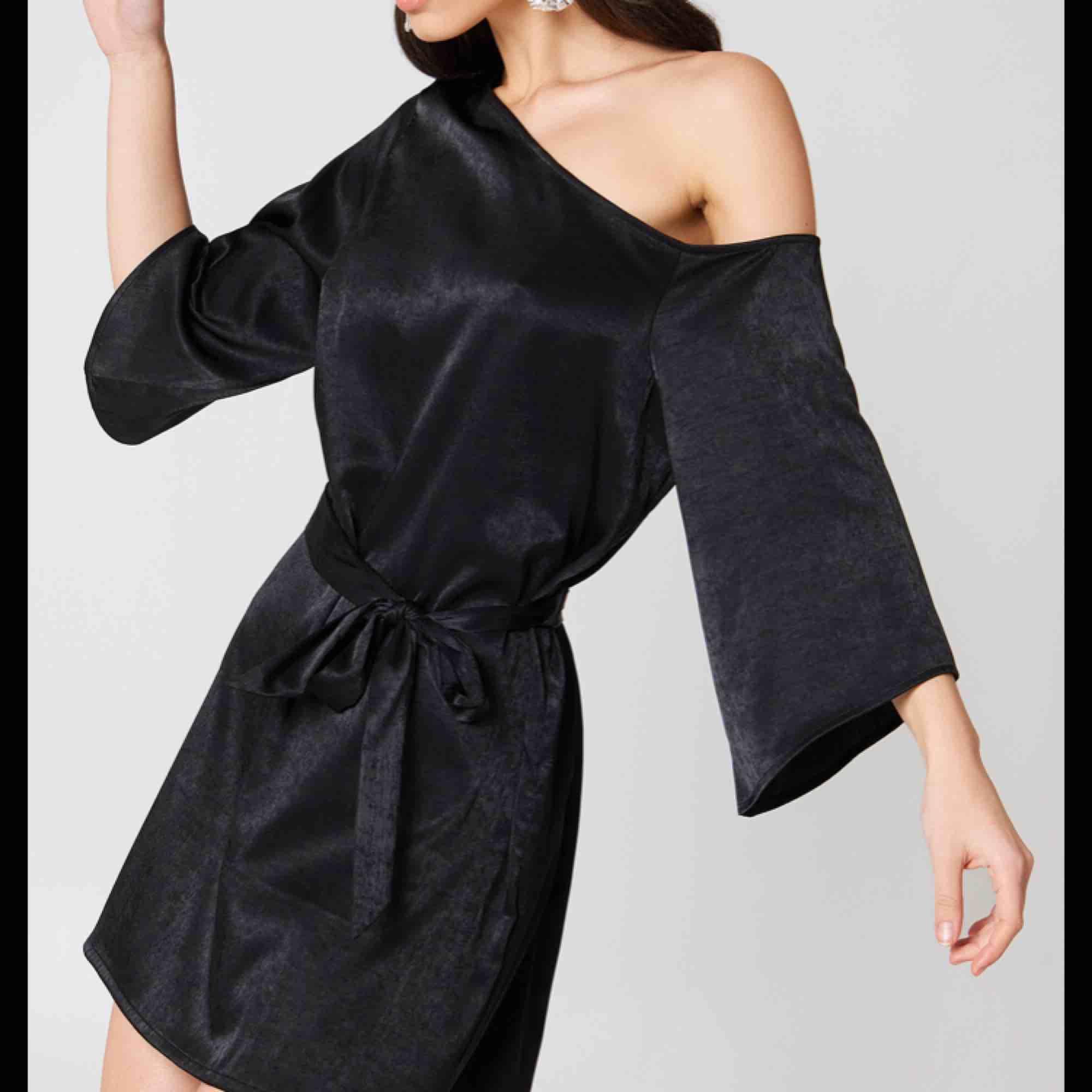 Hannalicious for na-kd klänning. Pris kan diskuteras! Kan mötas upp i centrala gbg eller så betalar köparen för frakten:) kram. Klänningar.