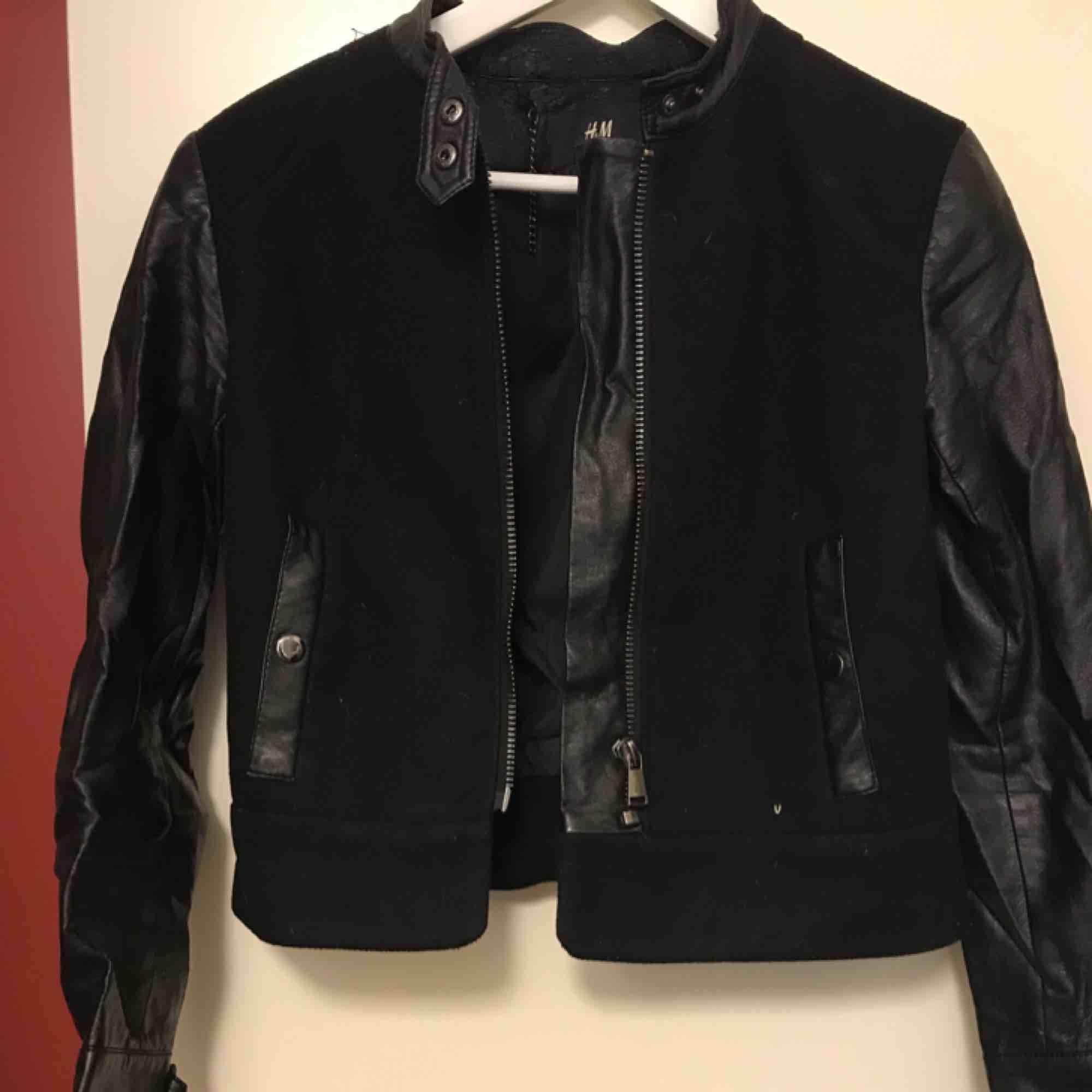 Skinnjacka Priset kan diskuteras, kan mötas upp i centrala gbg eller så står köparen för frakten:) kram. Jackor.