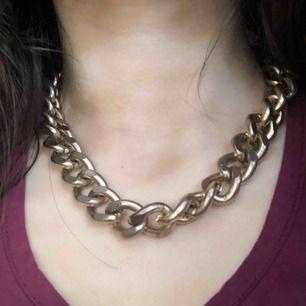 Såå coolt halsband! Frakt tillkommer och kostar 49kr