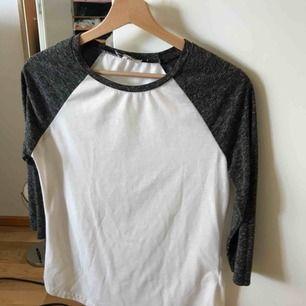 En långärmad tröja den madlady. Har använt en gång.  50kr + frakt
