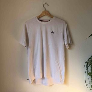 Adidas t-shirt från way out west