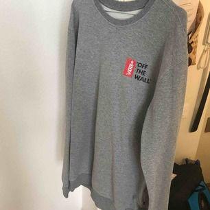 Sweatshirt från Vans, ganska lång men kan klippas snygg!!! :-)