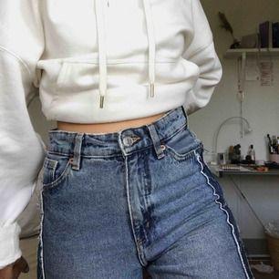 jättesnygga jeans från monki som jag inte får användning av längre. väldigt bra skick och supersköna! kan mötas upp i sthlm och norrköping. köparen betalar frakt