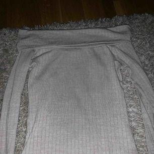 Off shoulder tröja, ribbad