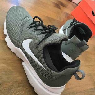 Skor Nike endast använda 1 gång