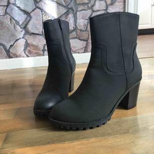 Super fina skor aldrig använda fin klack med dragkedja vid sidan av skorna