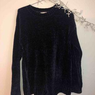 Marinblå tjock tröja! Super mysig och mjuk!💙