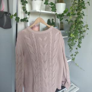 Oversize stickat tröja, knappt använd och i gott skick ✨