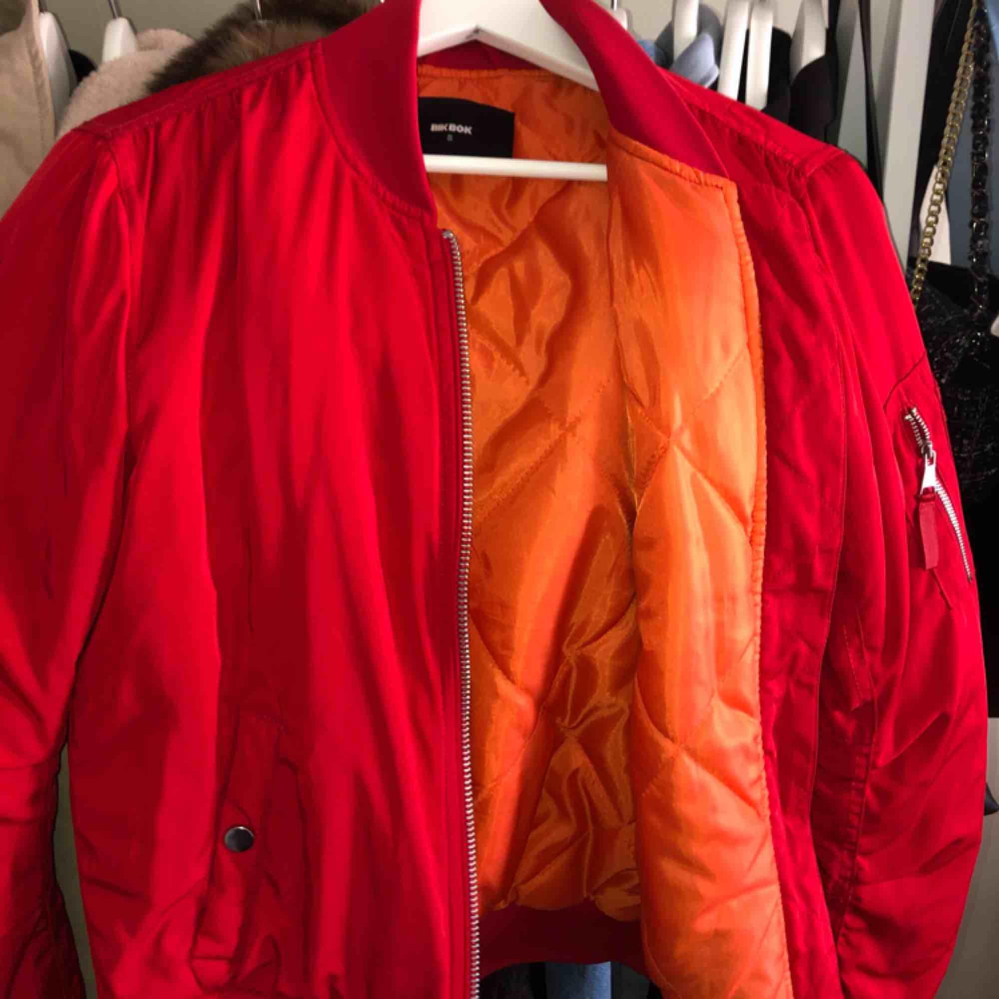 Coolaste jackan från bikbok, använd fåtal gånger. Så jäkla snygg och bold, frakten ingår . Jackor.