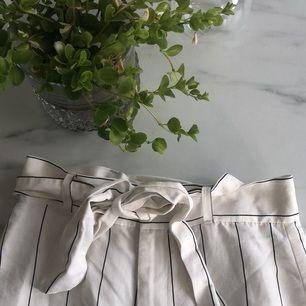 Säljer mina byxor från other stories Nypris 1100kr  Frakt 50kr