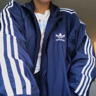 Säljer min jacka älskade jacka från Adidas då den används för lite. Kan gå ner i pris vid snabb affär!!!💕