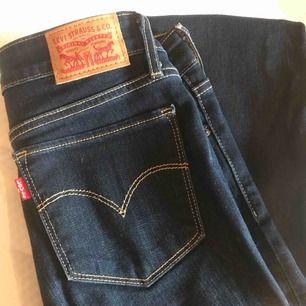 Levis jeans. Modellen 715 bootcut.  Supersnygga med passar ej på mig!
