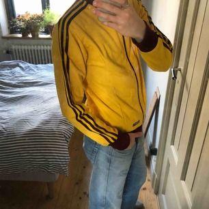 """Adidas """"jacka"""", från typ 80-talet. Bra skick men lite för liten för mig tyvärr"""