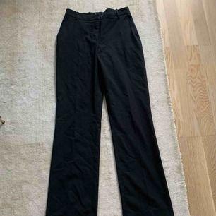 Svarta kostymbyxor från hm i storlek 36/S.