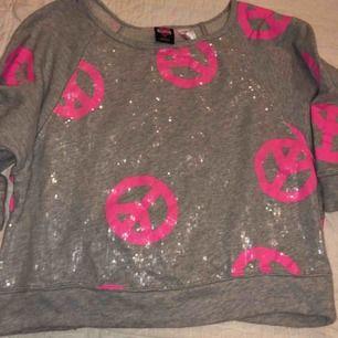 Jättefin sweatshirt inköpt i USA. Nästan helt ny i storlek XS-S