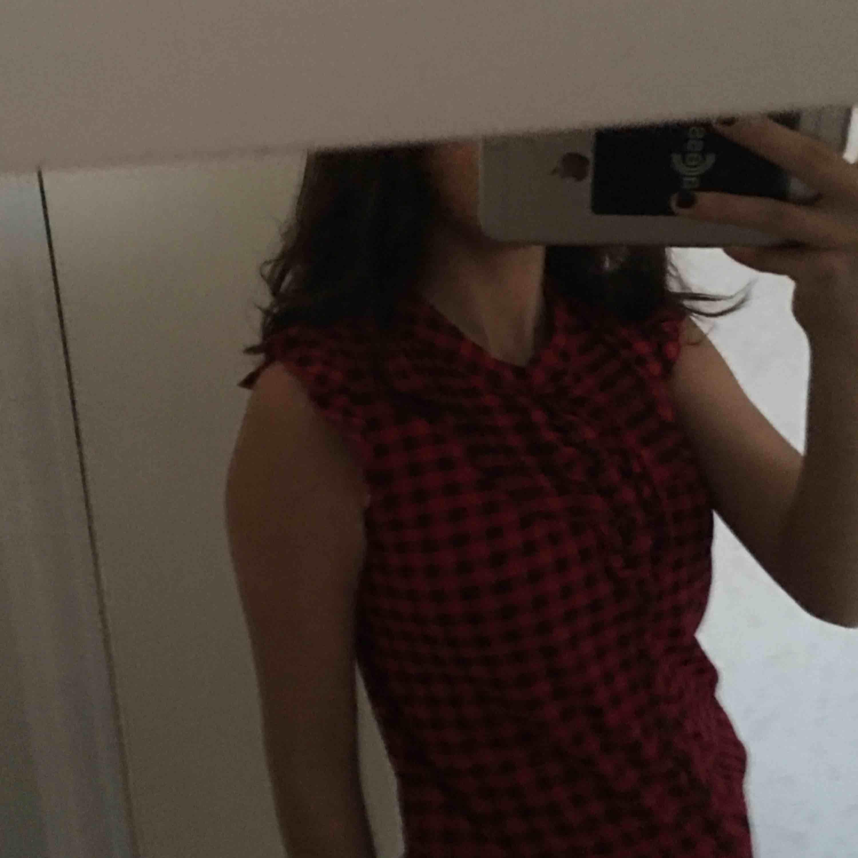 Jättefin blus inköpt i USA. Använd 1 gång och i väldigt bra skick.. Skjortor.