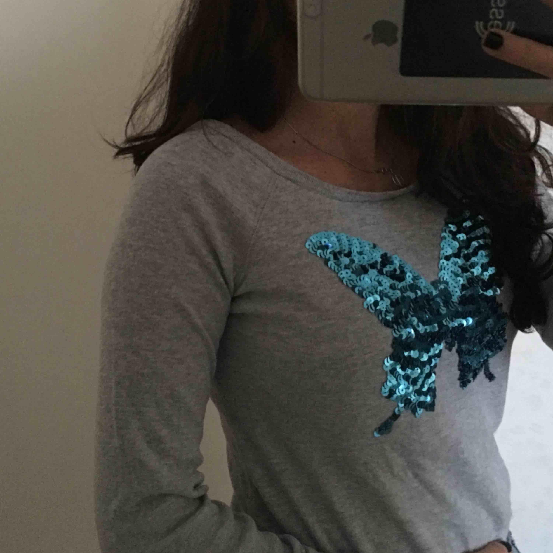 Jättefin sweatshirt inköpt i USA, nästan aldrig använd. Huvtröjor & Träningströjor.