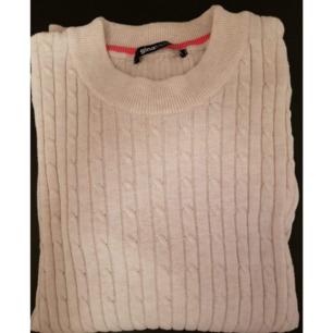 Stickad tröja. Skick: Använt 1-2 gånger. (+ 36kr frakt)