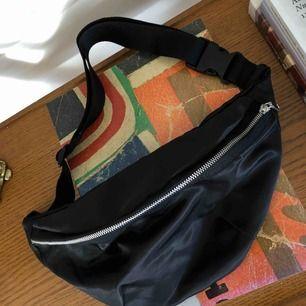 Schysst svart väska ⚡️💕