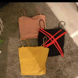 ❌ Den svarta är såld ❌50 kr/st (bud just nu). Rosa Small / Gul Medium. Säljer pga garderobsutrensning. Du som köpare står för frakt. Skicka meddelande för fler frågor :)