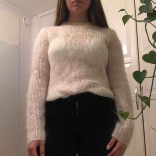 Stickad tröja från Ralph Lauren oanvänd och otvättad. Inga fel, säljer för att har ingen användning för den. Köparen står för frakt🍂✨