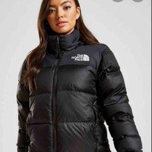 Säljer min The north Face nuptse 1996  STORLEK : S killmodellen (likadana) unisex , använd mindre än 1 vinter, nyskick!
