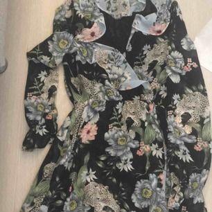 Jätte fin söt klänning köpt ifrån hm!aldrig använd!köparen står för frakt
