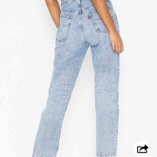 Säljer mina Levis jeans i modellen 501 Crop Montgomery Baked, köpta på Nelly för lite drygt en månad sen och använda 2 ggr! Säljer pga det är lite för stora för mig som brukar ha 34/36 i nederdelar.