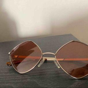 Häftiga solglasögon med brun/orange sken, köpare står för frakt🌾